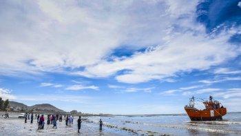 Nadie se quiso perder la botadura del barco Caleta Olivia, el primer  pesquero construido íntegramente en Comodoro Rivadavia.