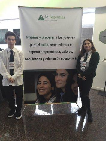 Santiago Giménez y Victoria de la Vega no pudieron representar a la Argentina en Brasil porque un escribano de Caleta no hizo firmar a ambos padres la autorización para salir del país.