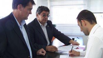 El ministro de Ambiente de la provincia, Ignacio Agulleiro, presentó una denuncia penal por una nueva posible maniobra defraudatoria contra el Estado.