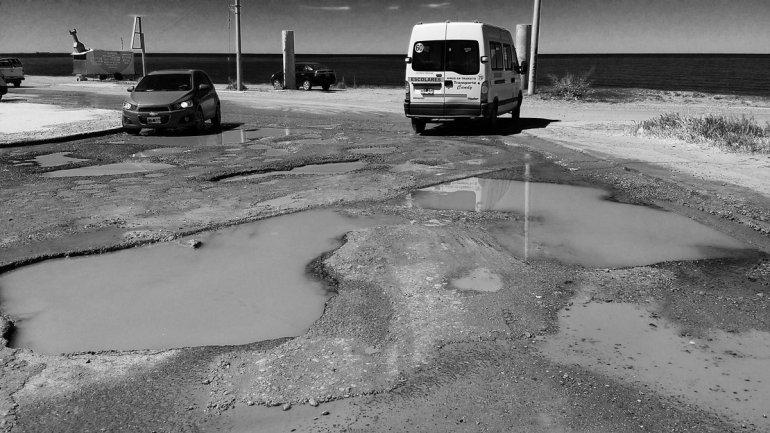 Una cadena de baches complica la transitabilidad en km 3