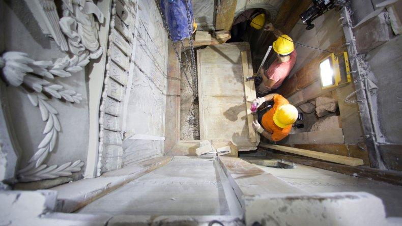 Arqueólogos abren la tumba de Jesús después de siglos