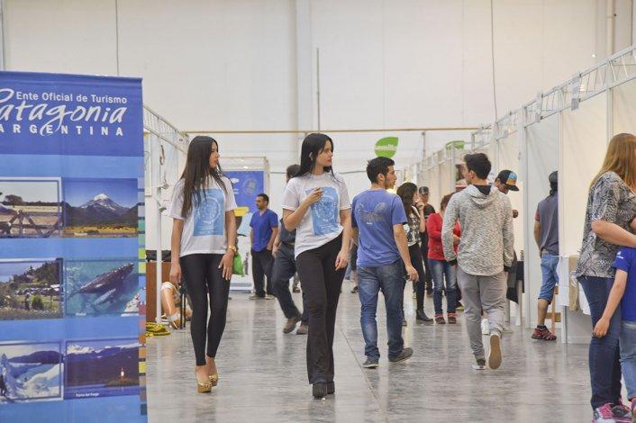 La tercera edición de la Expo Turismo comenzó ayer en el Predio Ferial con la presencia de 129 stands de diversos rubros que buscan reflejar el potencial de la región.