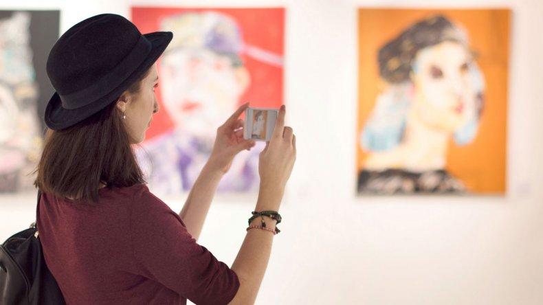 La aplicación contiene audioguías que ayudan a recorrer circuitos culturales y museos.