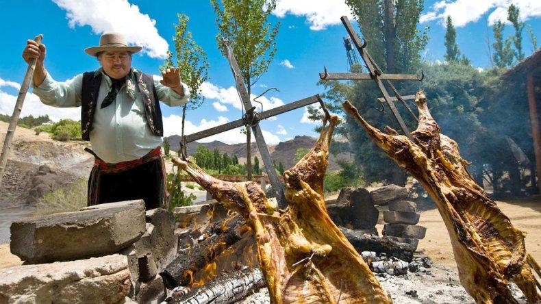 El chivito es un clásico de la cocina neuquina y tiene incluso una fiesta nacional en Chos Malal.