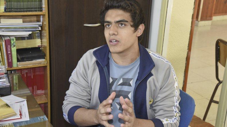 Ariel Gómez es uno de los estudiantes de la Escuela Adventista que se presentará en la instancia nacional de la Feria de Ciencia y Tecnología con el proyecto Dulce Agua de Mar.