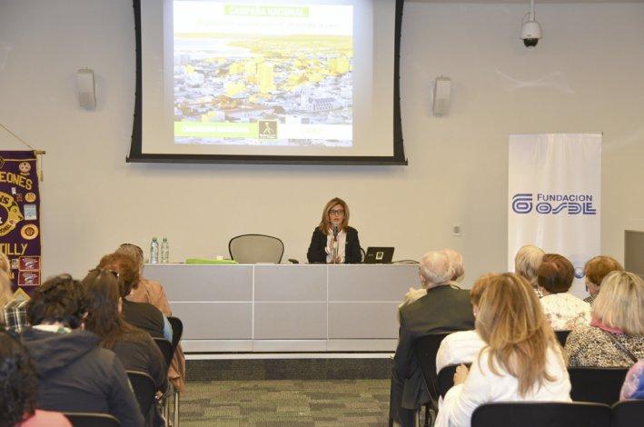 La docente Perla Mayo explicó cómo llegó a la creación del primer bastón verde hace casi 20 años.