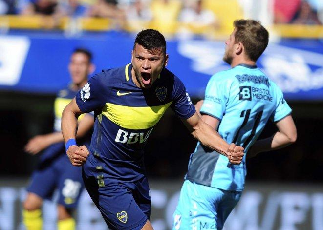 Walter Bou en el festejo del cuarto gol de Boca.