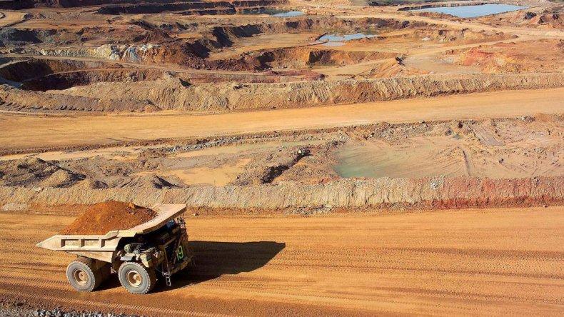 Otra vez la minería quiere colarse en la agenda política