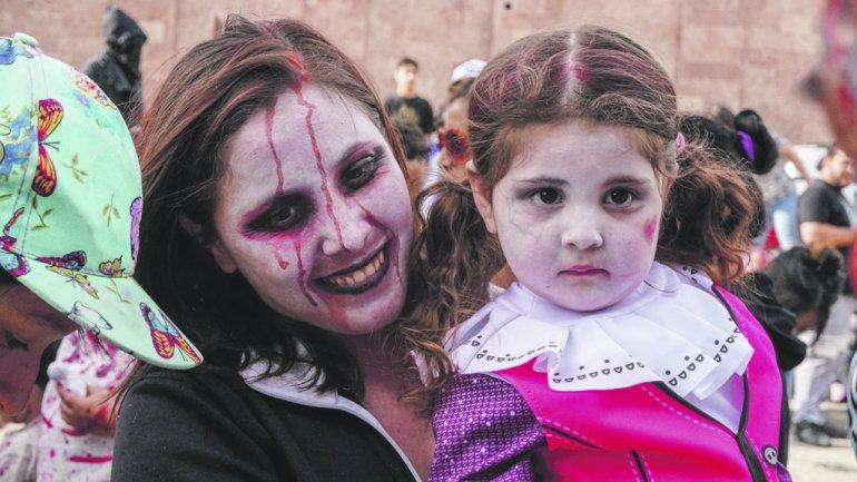 Más de 200 zombies caminaron por las calles de Comodoro
