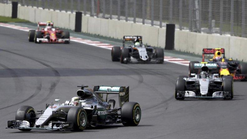 Lewis Hamilton se impuso en México y prolongó la definición del título mundial de pilotos de la Fórmula 1.