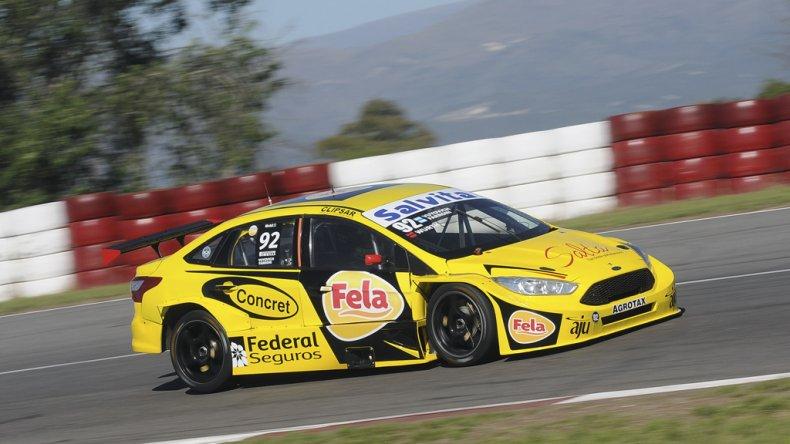 El Ford Focus conducido por Pablo Yuyovich acompañado por el comodorense Luciano Farroni.