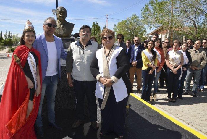En el acto se descubrió el busto de Raúl Ricardo Alfonsín