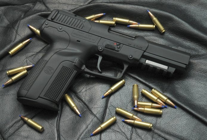 Una pistola calibre 40 le fue secuestrada al adolescente demorado.