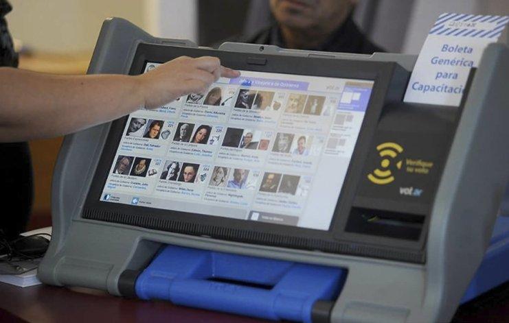 El Poder Ejecutivo elevó al Congreso una iniciativa actualmente en tratamiento para implementar en las elecciones nacionales el voto electrónico