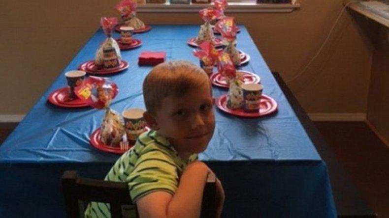 Triste: una madre subió fotos del cumpleaños de su hijo, al que no fue nadie