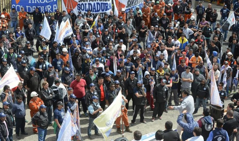 Avila cerró su campaña en Sarmiento, mañana será el turno de Comodoro