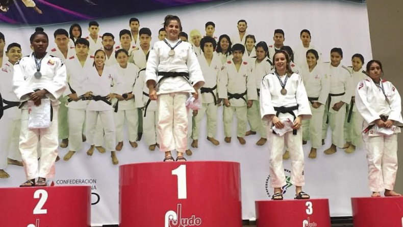 La comodorense Gimena Laffeuillade en lo más alto del podio.