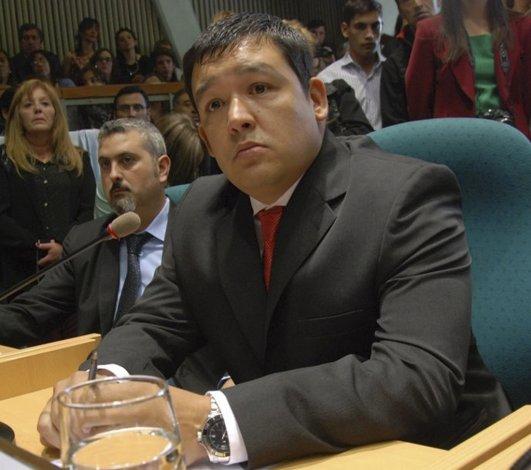 El diputado provincial Gerardo Terraz formuló serios cuestionamientos a los dos concejales caletenses del Frente para la Victoria.