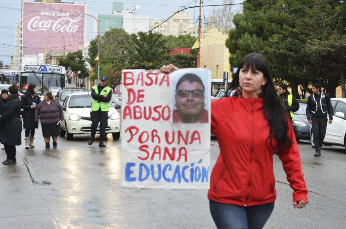 Comenzó el juicio  contra el maestro  de apoyo de la Escuela 83