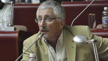 Una vez que él presente la renuncia, en caso de hacerlo, se opera el sistema de reemplazo que es una cuestión automática, minimizó el diputado provincial, Jerónimo García.