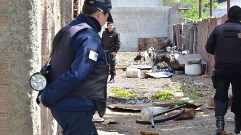 Por el joven asesinado y enterrado en un patio hay cuatro detenidos