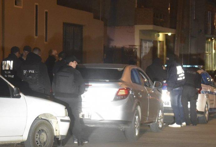 El procedimiento que se desarrolló la noche del martes en Caleta Olivia.