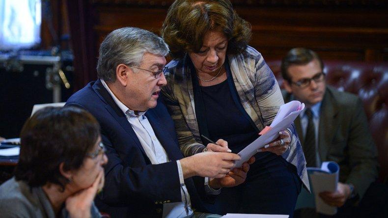 Mario País en el trabajo de comisión. Tras su aprobación en esa instancia el proyecto ahora deberá ser tratado en el recinto parlamentario.