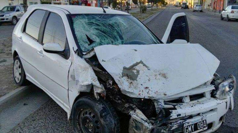 El conductor del Fiat Palio quedó detenido tras atropellar a la mujer que quería subirse a un remis.