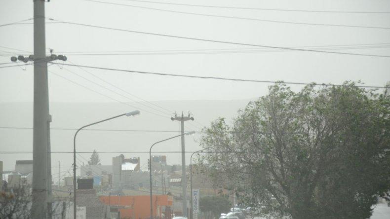 Comodoro se consagra como la capital del viento y las redes estallan en quejas