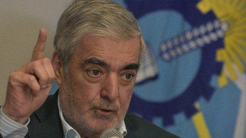 Mario Das Neves anunció ayer la desafectación de 26 policías de la fuerza provincial.