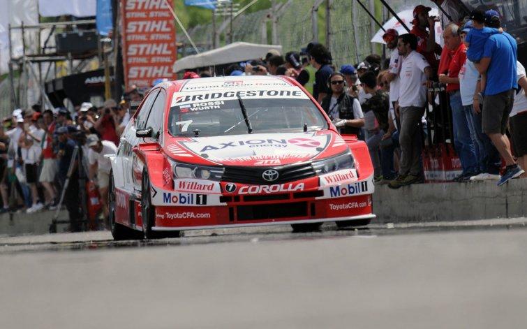 Matías Rossi se quedó ayer con la primera final del Super TC2000 en el autódromo de General Roca.