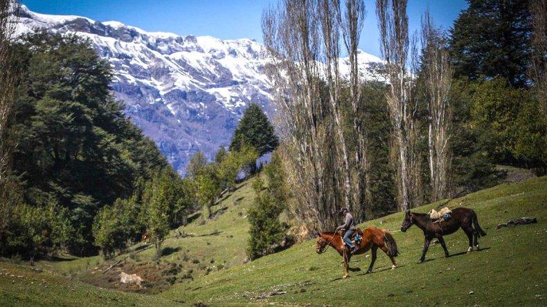 Las cabalgatas son un clásico entre los servicios que ofrecen los pobladores.