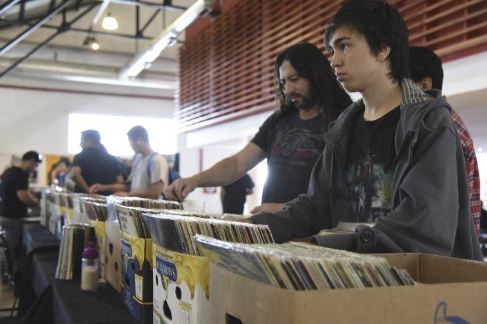 La Feria de Música atrajo a una gran cantidad de amantes de distintos géneros que fueron a buscar sus discos predilectos.