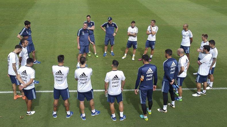 La selección argentina de fútbol comenzó su preparación en Belo Horizonte para el clásico sudamericano del jueves ante Brasil.