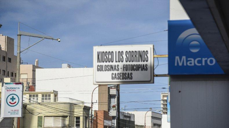 La cámara de seguridad de España y San Martín no funciona hace tiempo. Es una de las más de 70 que están inactivas por falta de mantenimiento. En la cuadra ya ingresaron tres veces a bancos en sólo dos semanas.