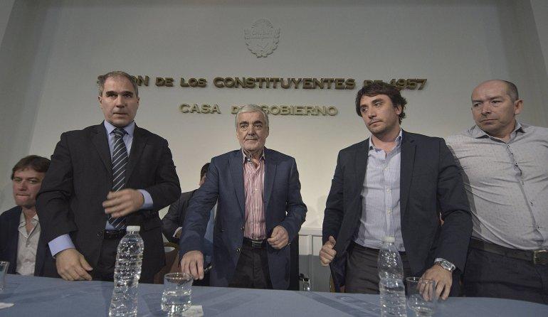 El gobernador Mario Das Neves firmó la transferencia de fondos para obras públicas por 70 millones de pesos.
