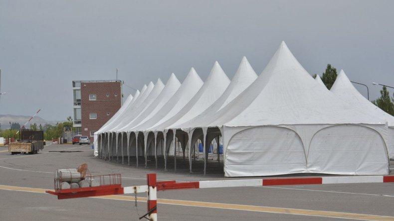 Las carpas del TC ya están armadas en el autódromo Mar y Valle de Trelew.