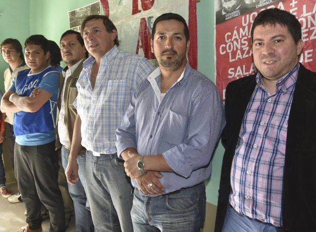 Alejandro Lugo –centro– recibió la solidaridad de dirigentes de otros gremios y sectores políticos de izquierda.