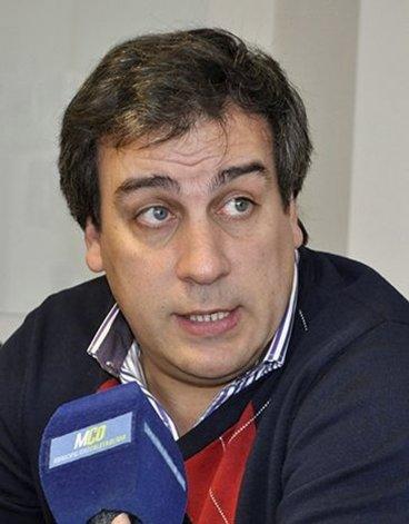 El intendente Prades cree que Eduardo Costa aconsejó a la concejal Andrade que renuncie a la vicepresidencia primera del cuerpo legislativo comunal.