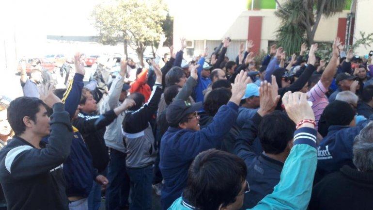 Trabajadores aceptaron la ayuda económica y hoy firmarán el acuerdo con Das Neves