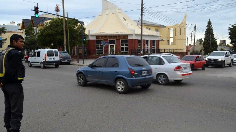 Nuevo semáforo en Kennedy y El Patagónico