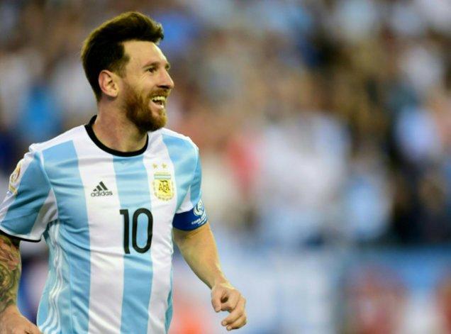 Lionel Messi reaparecerá esta noche en la formación de la selección argentina tras haber estado tres jornadas ausente por lesión.