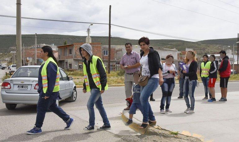Desde ayer funciona un corredor seguro alrededor de las escuelas del barrio San Cayetano.