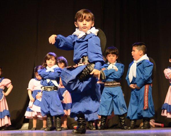 La escuela de danzas nativas El Camaruco celebró el cierre de su ciclo lectivo con un gran espectáculo que se realizó el sábado y domingo en el Club Huergo.