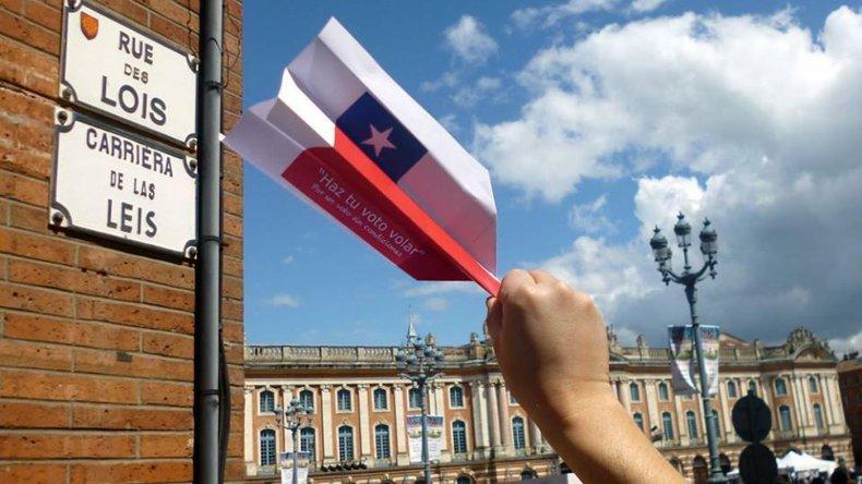 Chilenos que viven en el exterior podrán votar en las presidenciales de su país