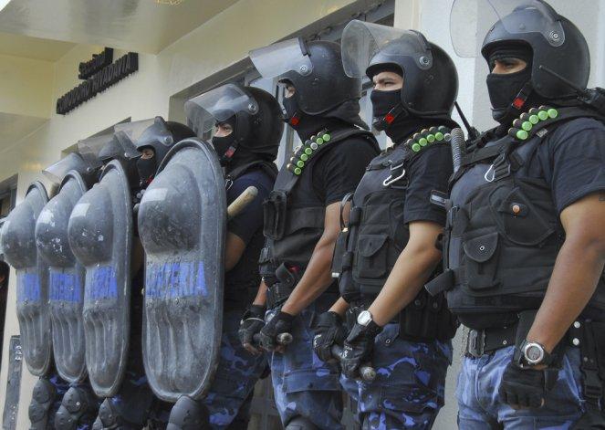 El gobernador anunció la salida de la fuerza de aquellos policías que manchan la imagen de la institución.