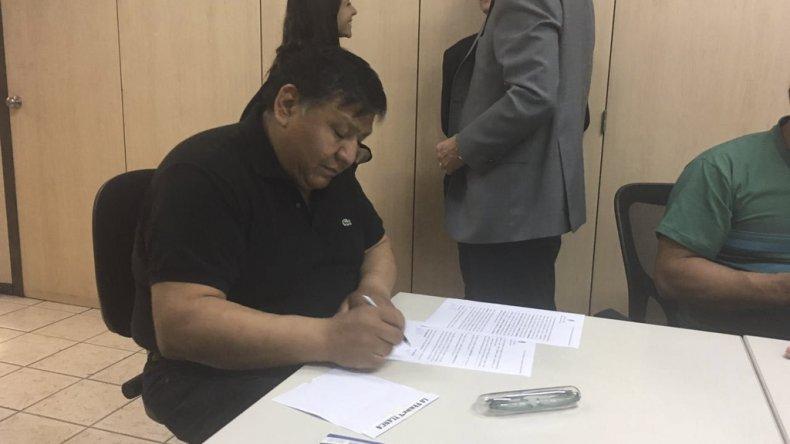 Jorge Avila ayer en Buenos Aires durante la firma del acuerdo con la Cámara de Empresas de Operaciones Petroleras Especiales.