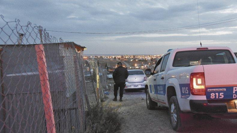 Dos de los allanamientos se efectuaron en la ladera del cerro situado sobre la Calle 1, a pocos metros de la casa del albañil asesinado. <br><br>