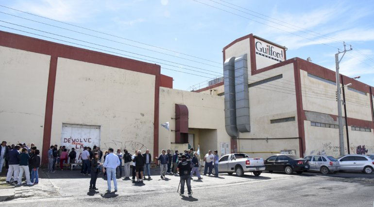 Los trabajadores de Guilford continúan esperando una solución sobre su futuro y el de la empresa.