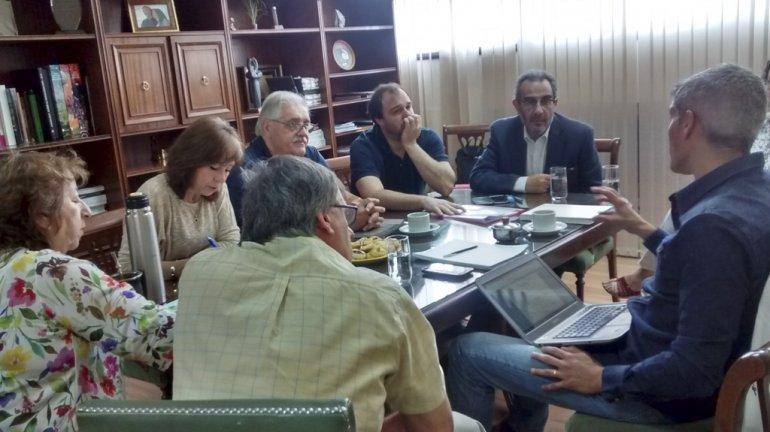 Autoridades de la Universidad establecieron ayer un convenio de capacitación con el CABIN.